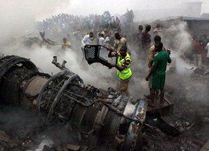 Rescatan 148 cuerpos tras avionazo en Nigeria